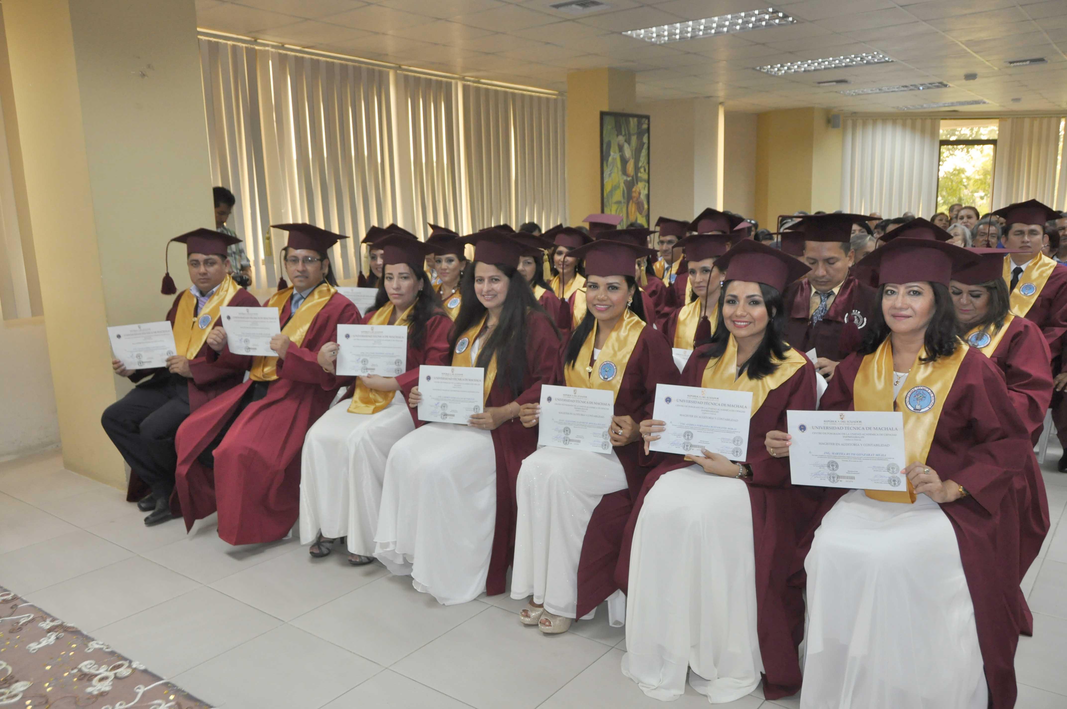 Maestrantes del Proceso de Titulación Especial incorporándose
